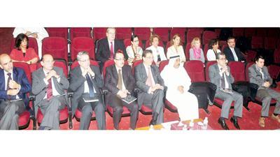 عبدالعزيز البابطين والحضور أثناء الأمسية الثقافية