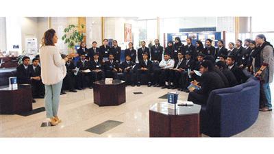 صورة جماعية للطلاب خلال الزيارة