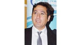 د. نجيب الغانم محاضراً