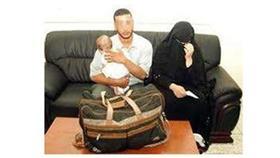 مسافر وزوجته يخفيان رضيعهما في حقيبة سفر لادخاله إلى «الإمارات»