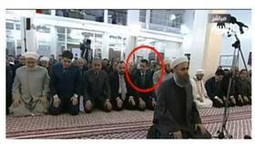 بالفيديو.. بشار الأسد يسبق الإمام في صلاة العيد