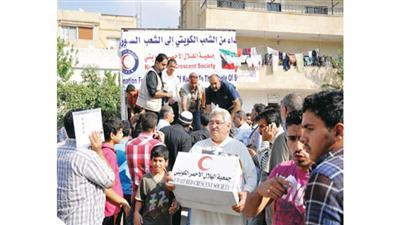 الهلال الأحمر الكويتي يبدأ توزيع أضاحي العيد على الأسر السورية