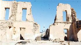 المبنى وتبدو الأبراج