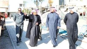 الشيخ سلمان الحمود يستمع لشرح من اللواء حمادة