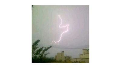 صورة.. «ومضة برق» تتشكل على هيئة اسم «محمد» في سماء مكة المكرمة