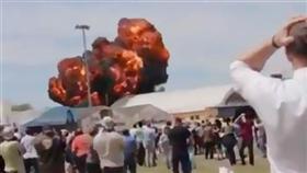 «فيديو».. لحظة تحطم طائرة في ضواحي مدريد
