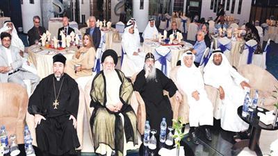محمد المهري وعمانويل غريب ورجال الدين المسيحي اثناء غبقة لجنة العلاقات الاسلامية – المسيحية