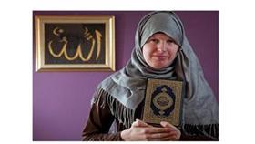 فيديو.. جندي بريطاني يتحول إلى سيدة مسلمة متحجبة ويتزوج