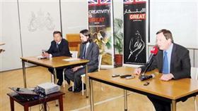 السفير البريطاني: التأشيرة خلال 48 ساعة.. وبالمجان