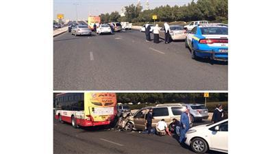 عاجل/ صور.. تصادم وإصابة مقابل شارع الصحافة على طريق المطار