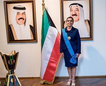 السفيرة الخالد مزينة بوسام الاستحقاق
