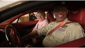 بالصور - الفنان حسين فهمي في دورية شرطة دبي