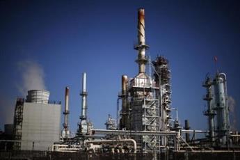 النفط يهبط الى 37 دولارا للبرميل في ظل نظرة توقعية بتباطؤ الطلب