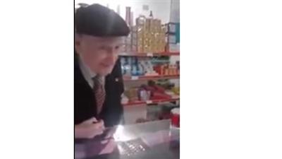 شاهد.. ردة فعل عجوز إسباني سمع آيات من القرآن الكريم