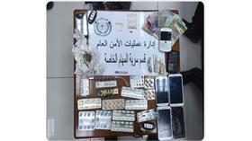 القبض على 4 مواطنين وبدون ومصرية ولبنانية بحوزتهم مخدرات متنوعة