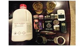القبض على مواطنين متعاطيين بحوزتهما مخدرات وخمور بسلوى