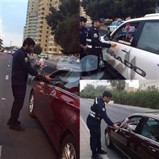 بمناسبة أسبوع المرور الخليجي.. رجال المرور يقدمون «الورود» بدلاً من المخالفات