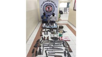 ضبط 17 سلاحا و20 ألف حبة كبتي و250 غرام آيس وقطعة حشيش و2 ميزان حساس