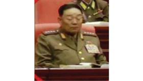 وزير الدفاع أثناء الغفوة التي كانت سبباً في إعدامه
