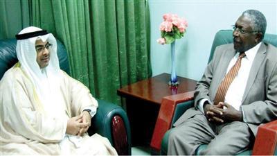 السفير طلال الهاجري اثناء لقائه الوزير السوداني