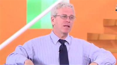 فيديو - أستاذ الاتصال بكلية العلوم الإنسانية «ستيف يونغبلود»: «صحافة السلام» هدفها تجنب إثارة النعرات