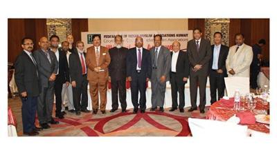 السفير الهندي يتوسط الحضور