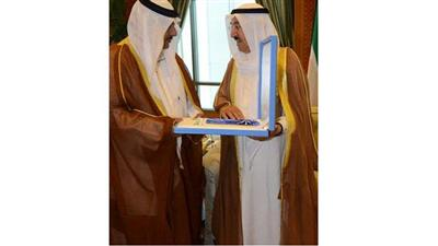 سمو أمير البلاد يمنح وسام الكويت من الدرجة الممتازة إلى المغفور له جاسم الخرافي