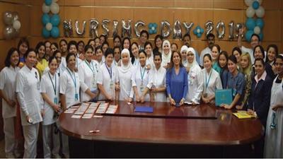 الممرضات المكرمات في صورة جماعية