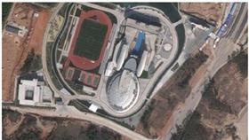 فيديو -  رجل أعمال صيني يصمم مقر شركته على شكل مركبة فضائية بتكلفة 160 مليون دولار