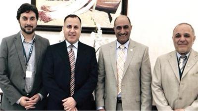 السفير جمال الغنيم اثناء لقائه وفد الكويت