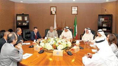 رئيس اللجنة الدولية للصليب الاحمر خلال لقائه الهلال الكويتي