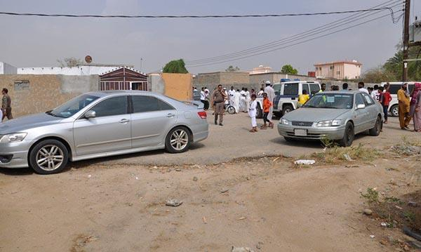 الدفاع المدني السعودي إصابة في تعرض سيارات لمقذوف عسكري من داخ