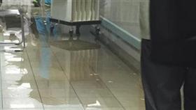 فيديو - المياه في ردهات المستشفى الأميري