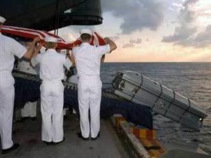 «بن لادن».. جندي أمريكي ينبش «قبر السرية» ويعود بـ «الجثة»