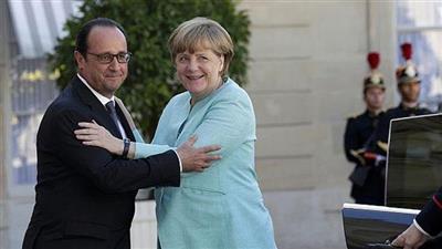 هولاند وميركل يتفقان على استراتيجية للتعامل مع استفتاء بريطانيا
