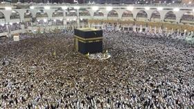 بالصور.. الحرم المكي يمتلئ بالمعتمرين والمصلين ليلة 27 رمضان