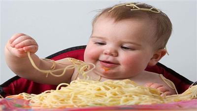 يأكل الأطفال طعام الكبار؟