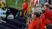 «كندا».. شرطة الخيّالة تسمح للعاملات لديها بلبس الحجاب