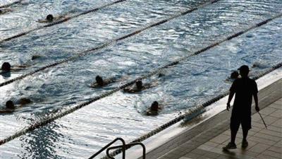 محكمة أوروبية تلزم الطالبات المسلمات في سويسرا بالسباحة مع الطلاب