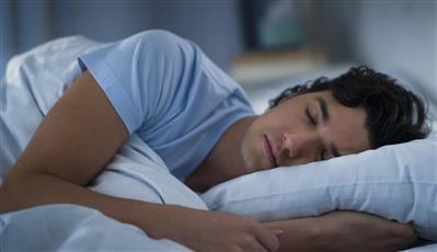 خمس مواد غذائية تمنحك نوما هادئا