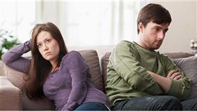 مؤشرات على نية الزوج الانفصال عن زوجته