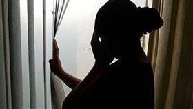 طبيبة تتزوج سائقاً هرباً من لقب «عانس».. والنتيجة!