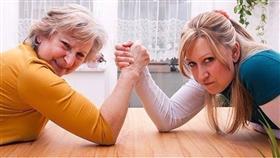 نصائح للتعامل مع حماتك المتغطرسة