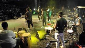 إحدى فقرات انطلاق حفل مهرجان الشباب الخليجي على المسرح الخارجي لحديقة الشهيد