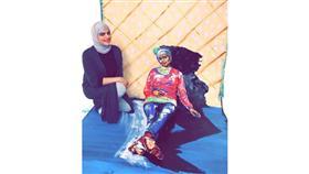 سعودية تثير الجدل بـ «فن المكياج»