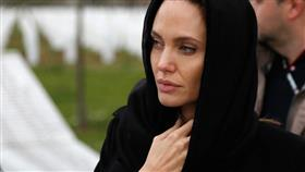 أنجلينا جولي: السياسيون والجهل وراء عداء اللاجئين