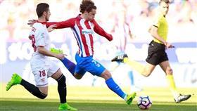 أتلتيكو مدريد يتغلب على إشبيلية بالثلاثة في الكالديرون