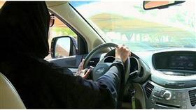 السعودية: لا صحة لما يُتداول حول تحديد موعد قيادة المرأة