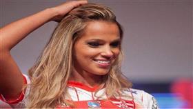 عارضة أزياء تفسد مباراة في الدوري البرازيلي