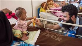 فريق طبي كويتي يفحص 600 مريض في قرية صومالية